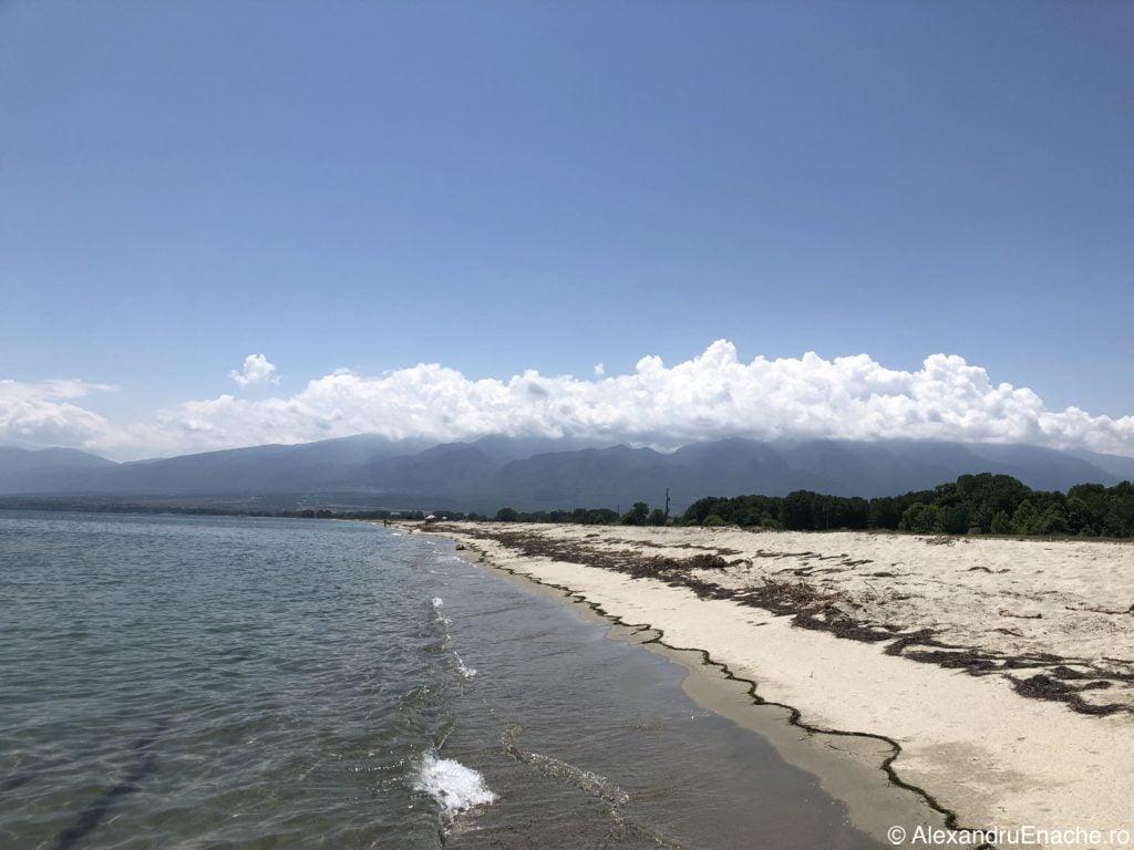 Road trip cu rulota - Empty beach