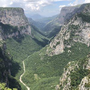Canionul Vikos iti taie rasuflarea. Cel mai Adanc Canion (Guiness World Record)